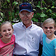 2007_june_girls_with_grandpa_rich0234