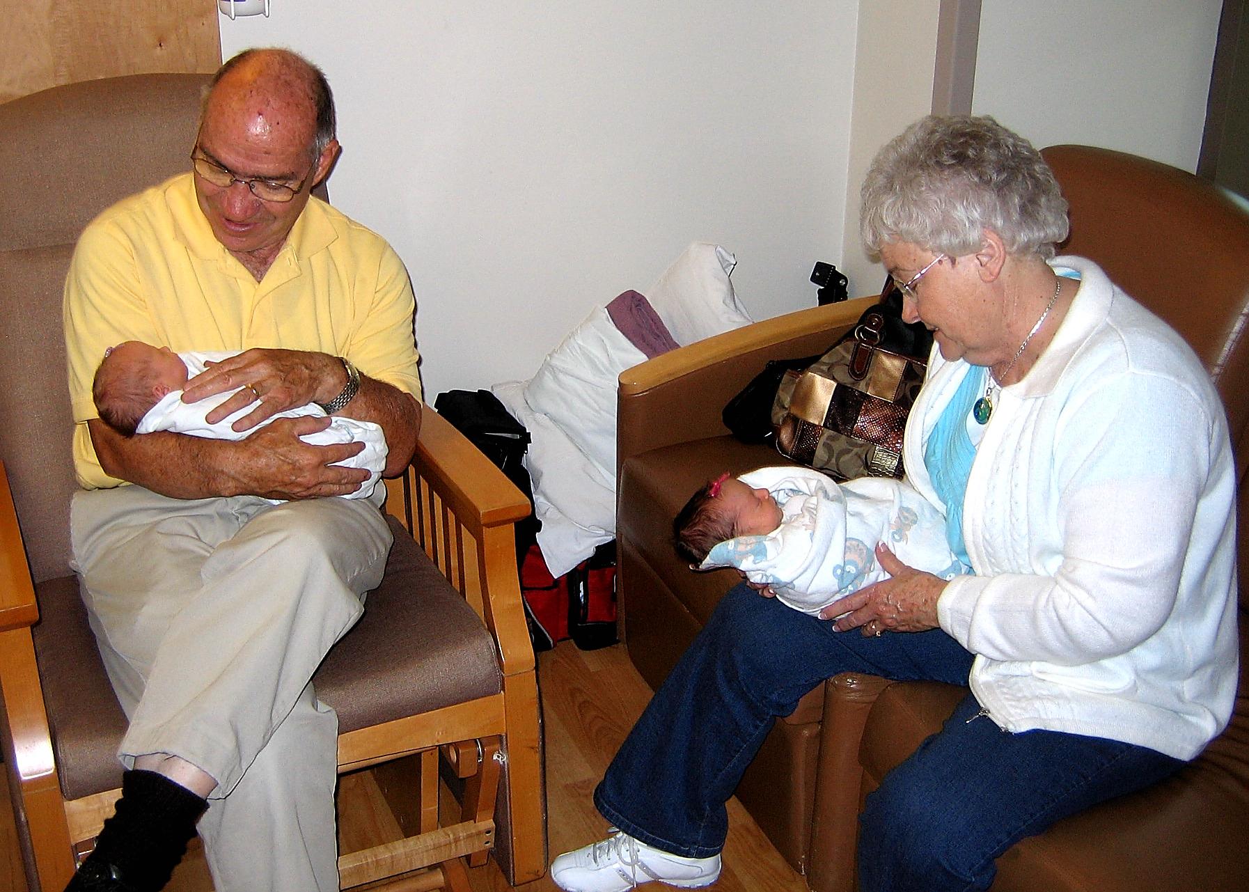 Addyson and elyse with grandma and grandpa
