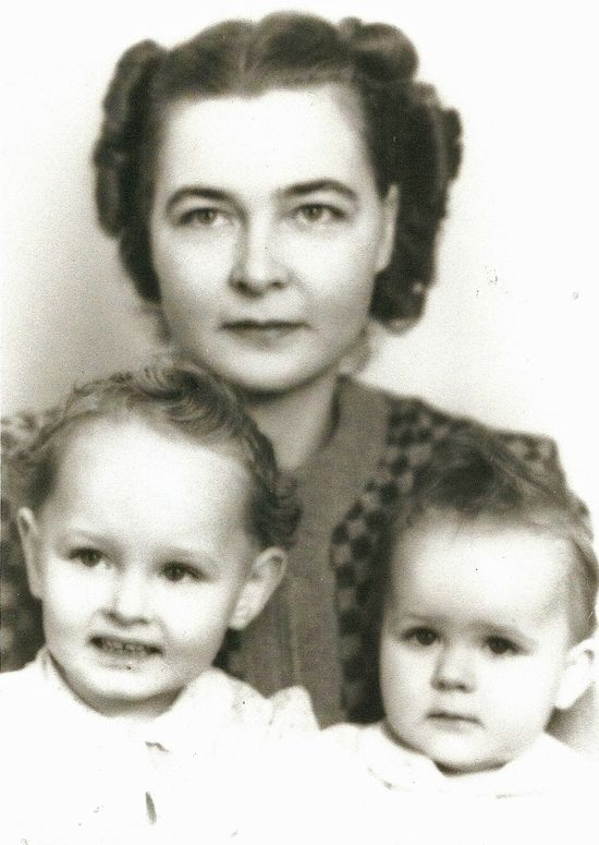 Mom with her mom and sister baby