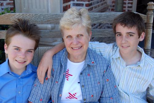Boys_with_grandma0020