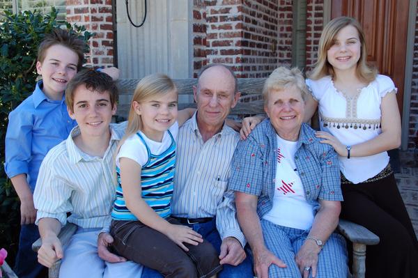 Grandma_and_grandpa_rich_visit_tx00