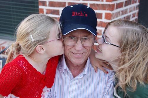 Grandpa_with_girls_who_love_him00_2
