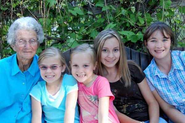 2007_june_great_grandma_girls0248