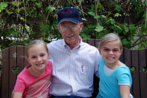 2007_june_girls_with_grandpa_rich_2