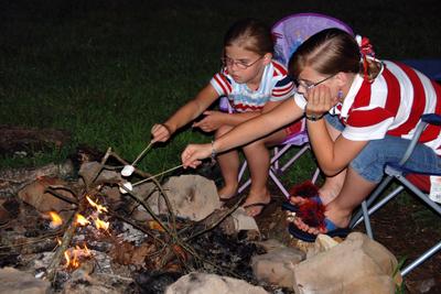 2007_july_as_girls_roasting_smores_