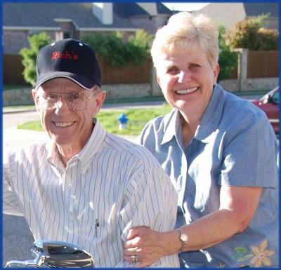 2007_mar_mom_and_dad_on_bike_cro_06