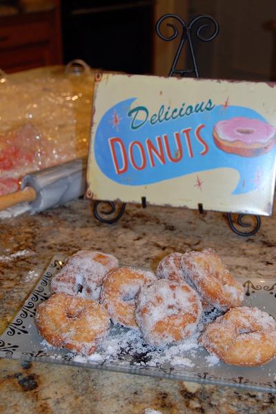 2007_oct_halloween_donuts_0795