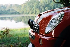Carlotta_looking_at_the_lake