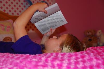 2007_nov_meg_reading_at_bedtime_081