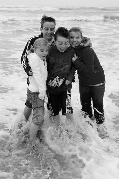 2007_nov_padre_beach_kids_1_bw_0878