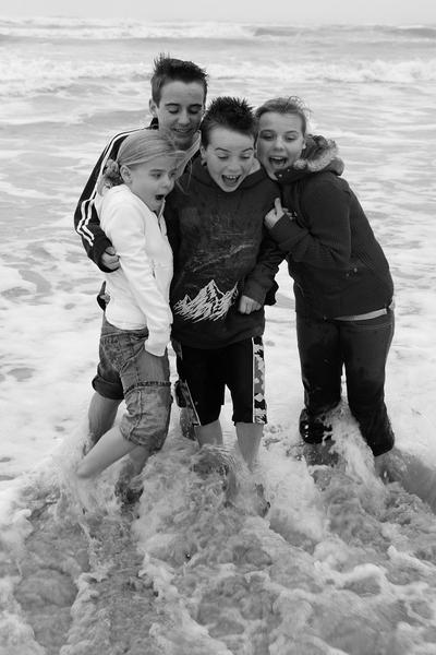 2007_nov_padre_beach_kids_2_bw_08_2