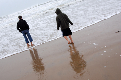 2007_nov_padre_beach_nate_and_smash