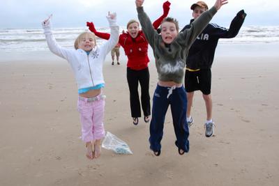 2007_nov_padre_beach_kids_jump_for_