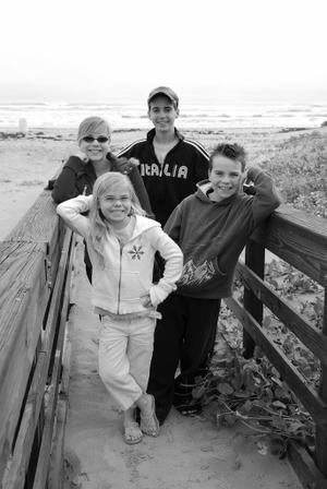 2007_nov_padre_beach_kids_walkway_0