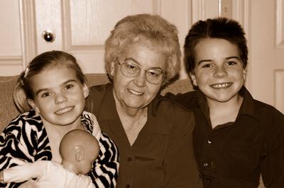 2007_dec_grandma_joan_with_kids_097