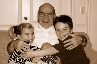 2007_dec_grandpa_ben_with_kids_0972