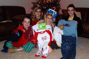 2007_dec_christmas_eve_jammies_1010
