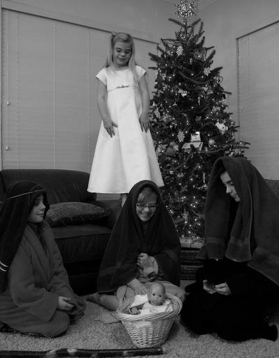 2007_dec_kids_act_out_nativity_1005