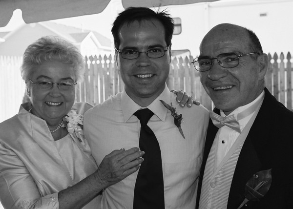 Jon_with_mom_and_dad_bw