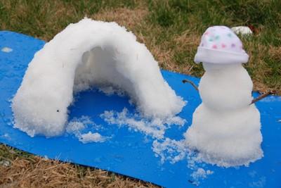 Kids_igloo_and_snowbaby_1