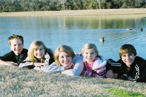 Kids_in_front_of_lake_ducks_behind