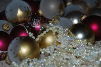 Ornaments_and_garland