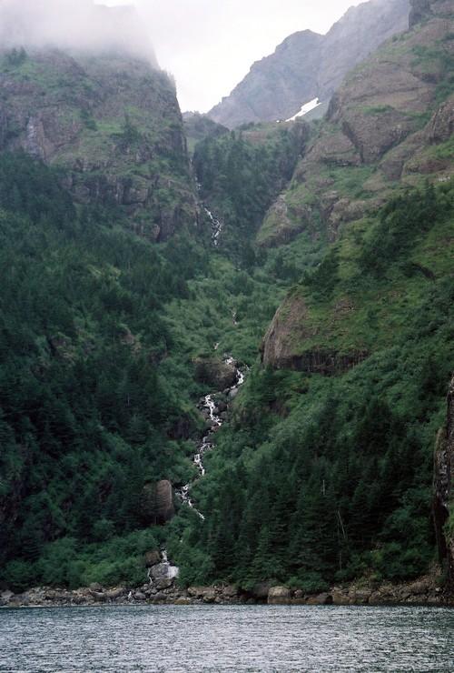 Waterfall_from_glacier_seward