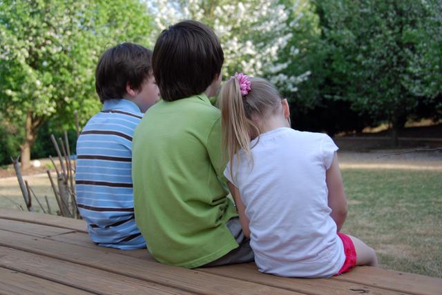 Aaa_back_of_kids0060
