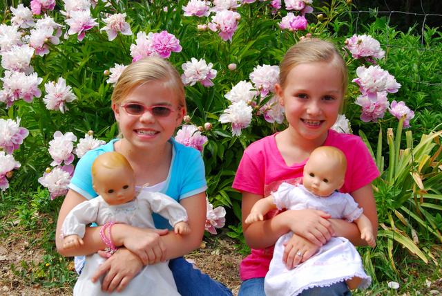 2007_june_girls_and_grandmas_flowers0269