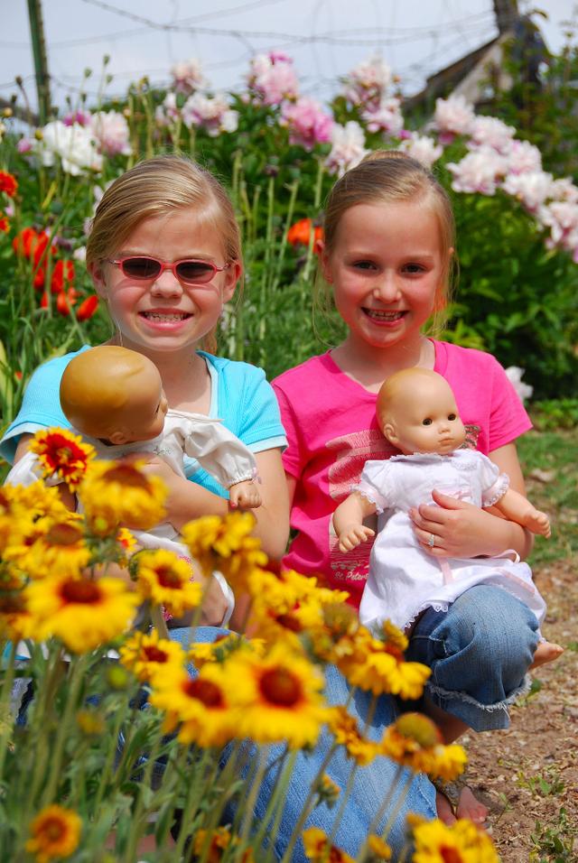 2007_june_girls_and_grandmas_flowers_3_0