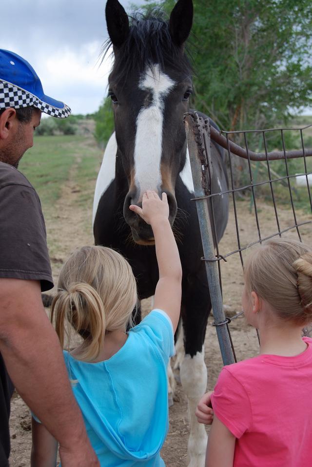 2007_june_meg_and_alyssa_with_horses_2_0